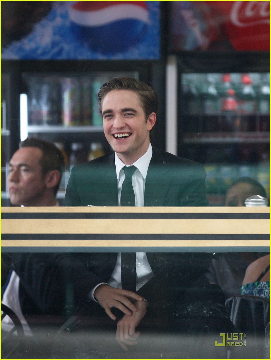 robert pattinson on set of cosmopolis 07