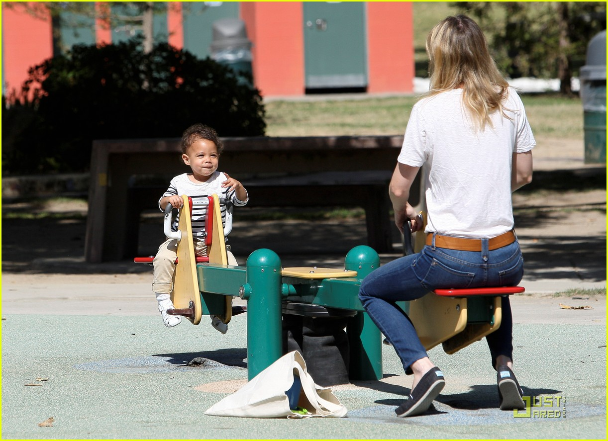 ellen pompeo seesaw with stella 03