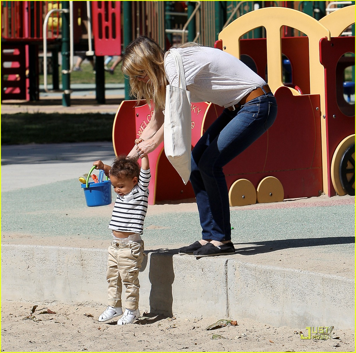 ellen pompeo seesaw with stella 14