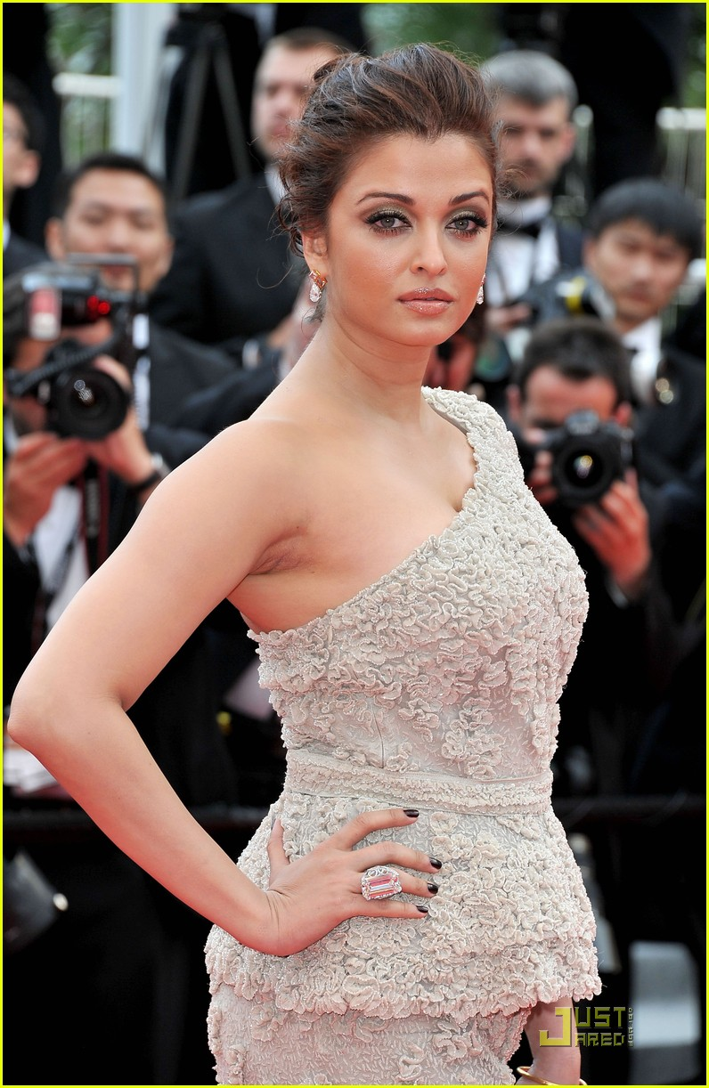 aishwarya rai cannes film festival opening ceremony 02