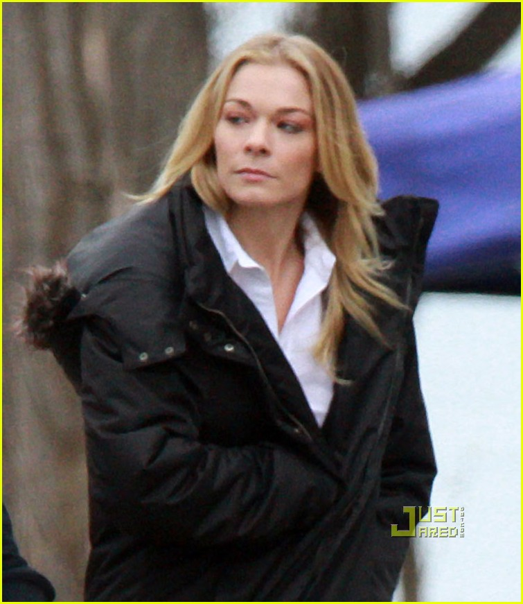leann rimes toronto walking to set 02