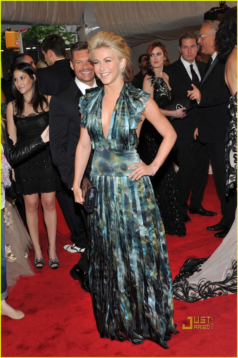 ryan seacrest julianne hough met ball 2011 04