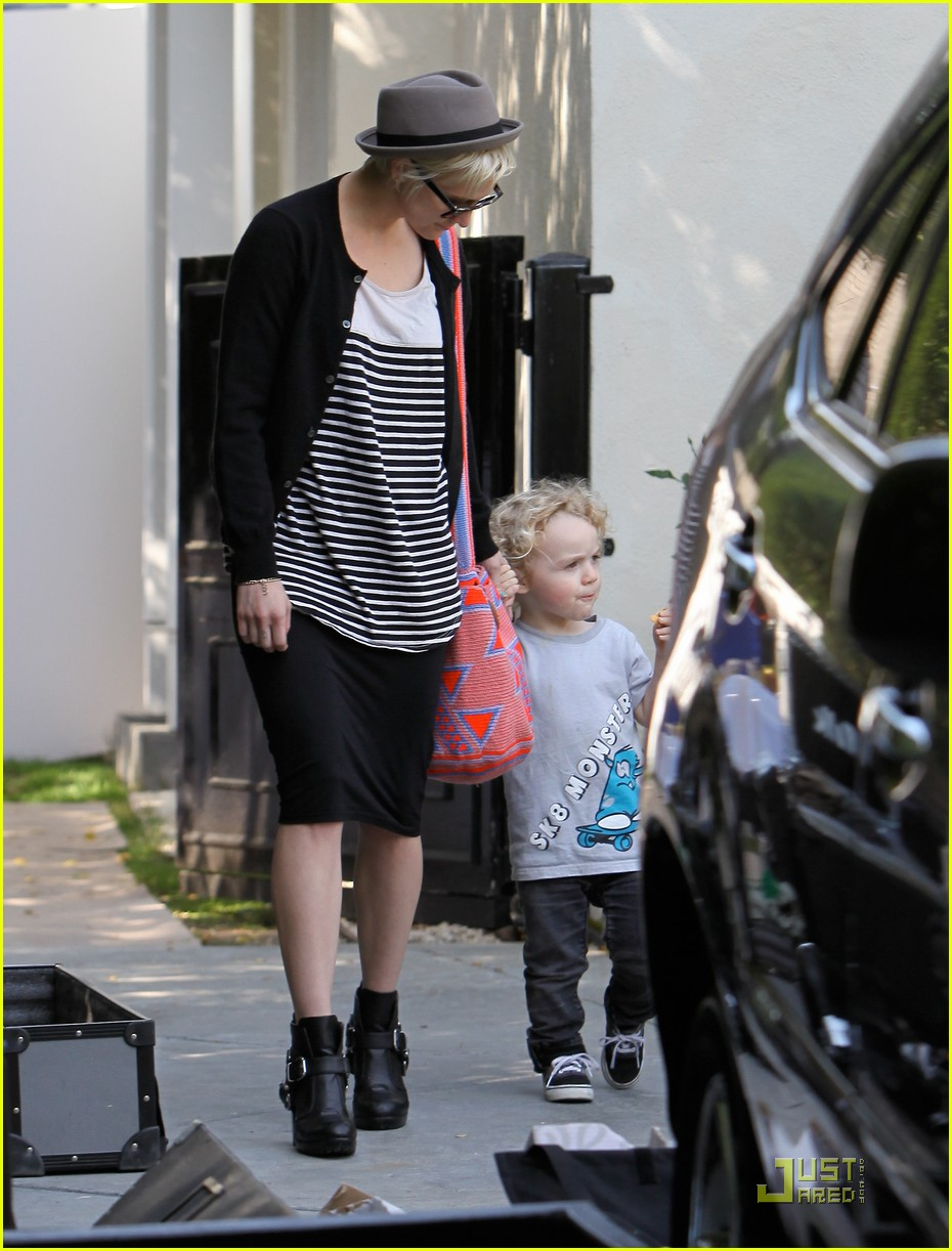 jessica simpson family visit at photo shoot 16