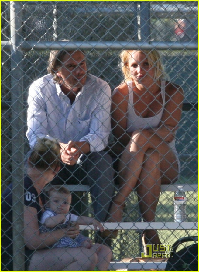 britney spears jamie lynn baseball game 01