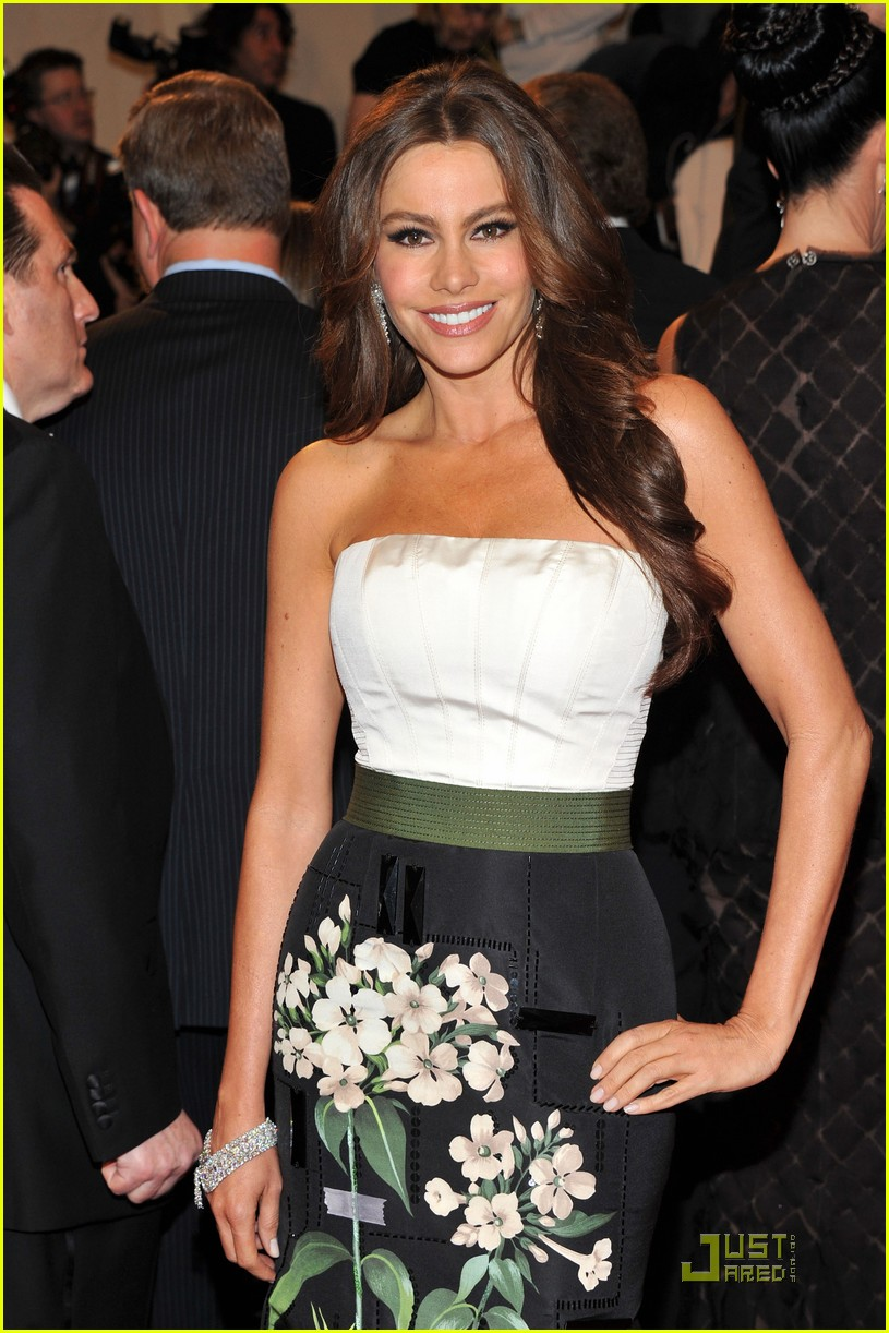 sofia vergara met ball 022540112