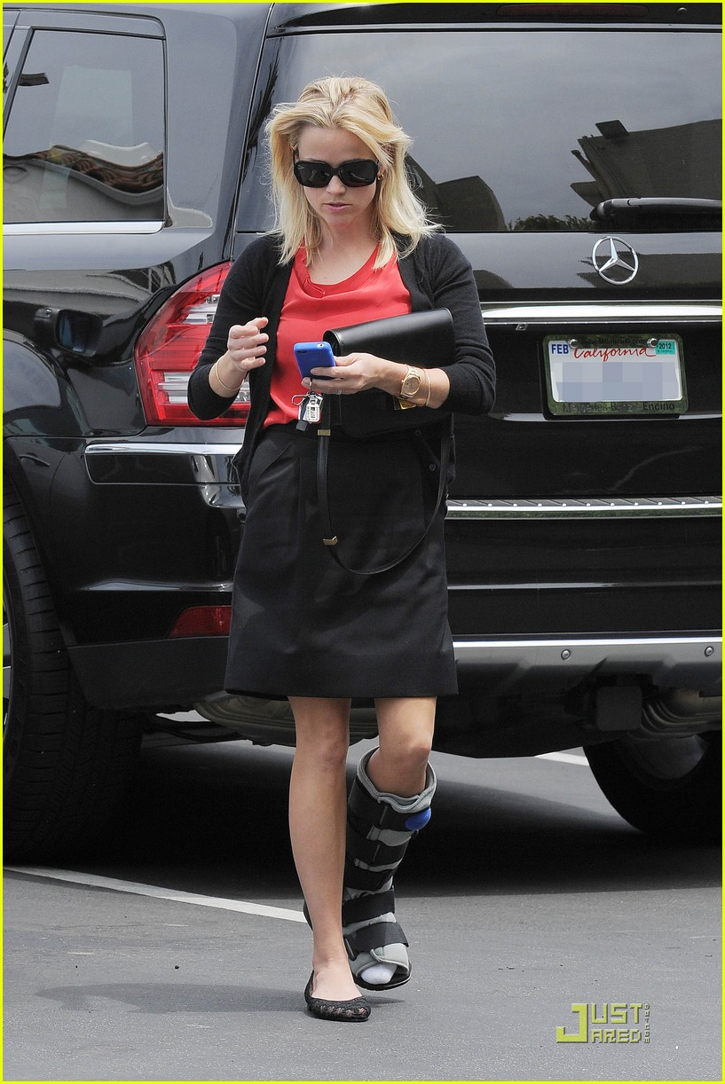 reese witherspoon blue plate oysterette visit 03