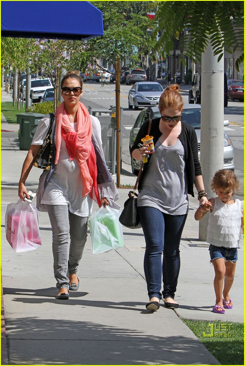 jessica alba shops bel bambini 04