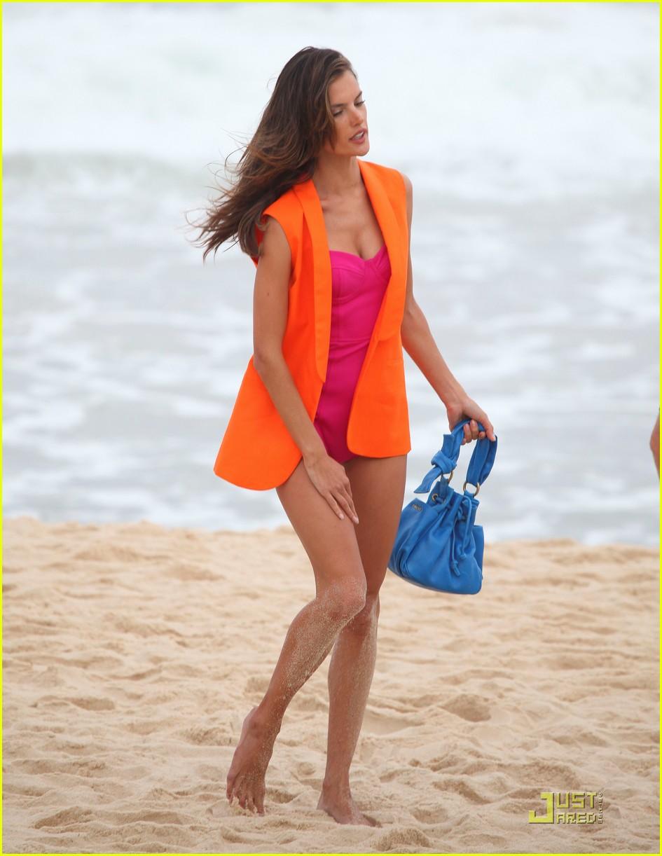 alessandra ambrosio colcci beach shoot 082553147