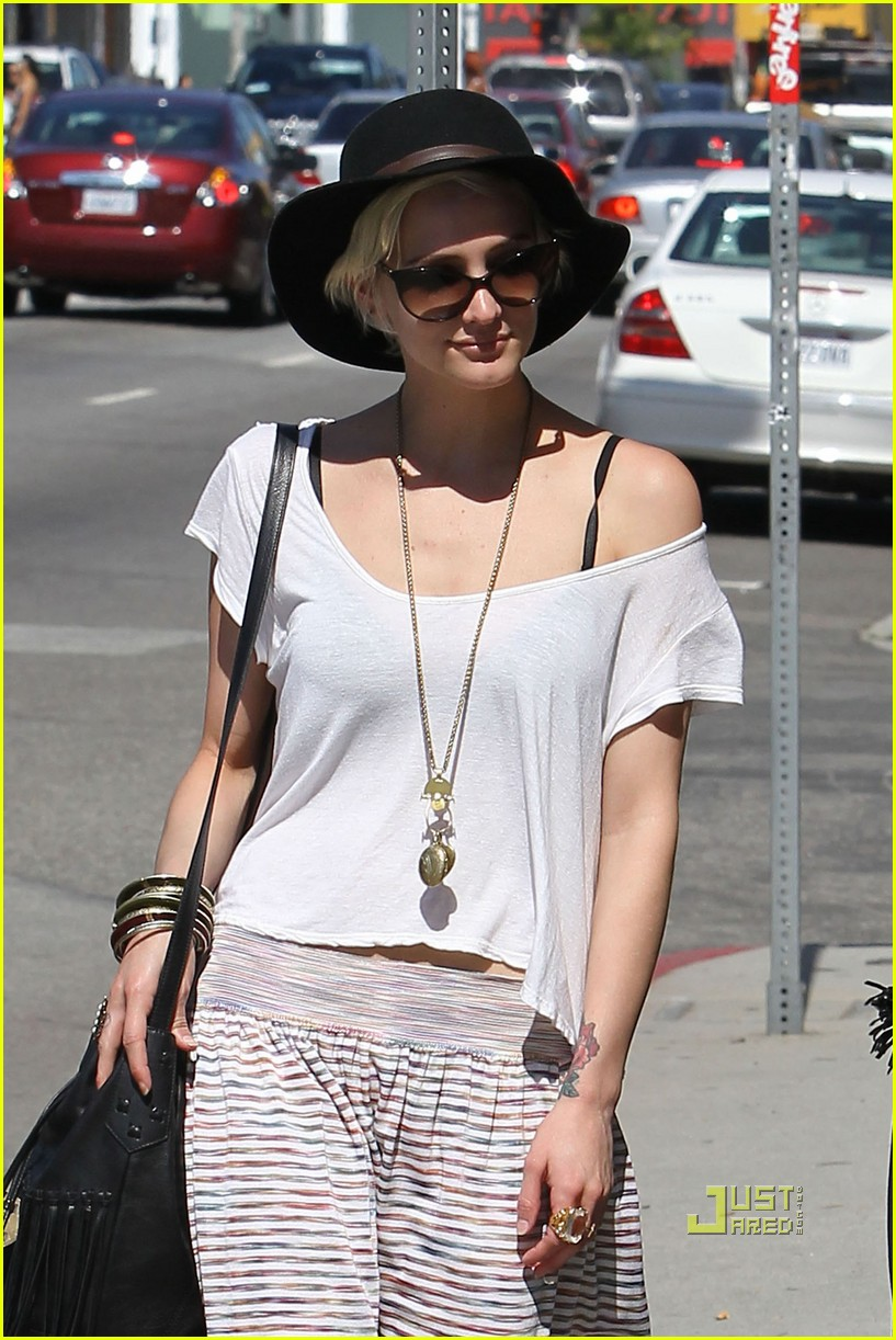 ashlee simpson friend shopping 03