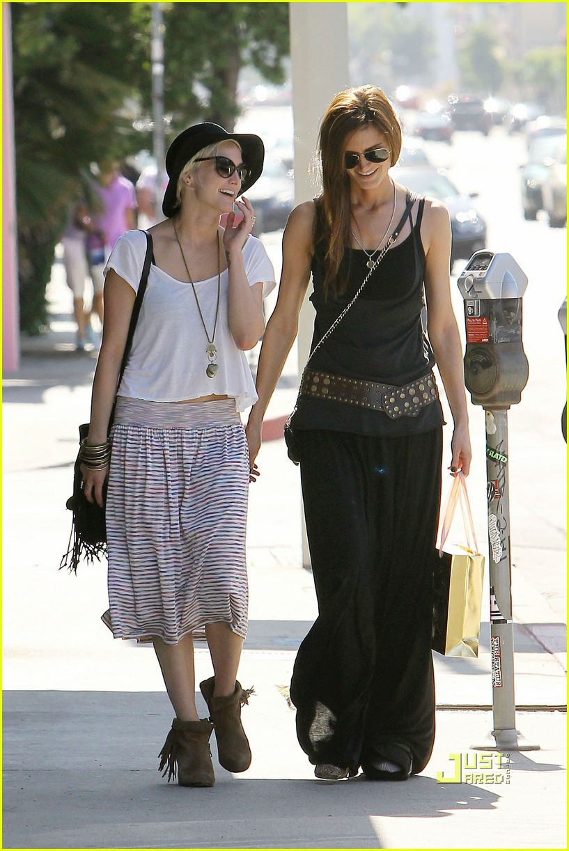 ashlee simpson friend shopping 06
