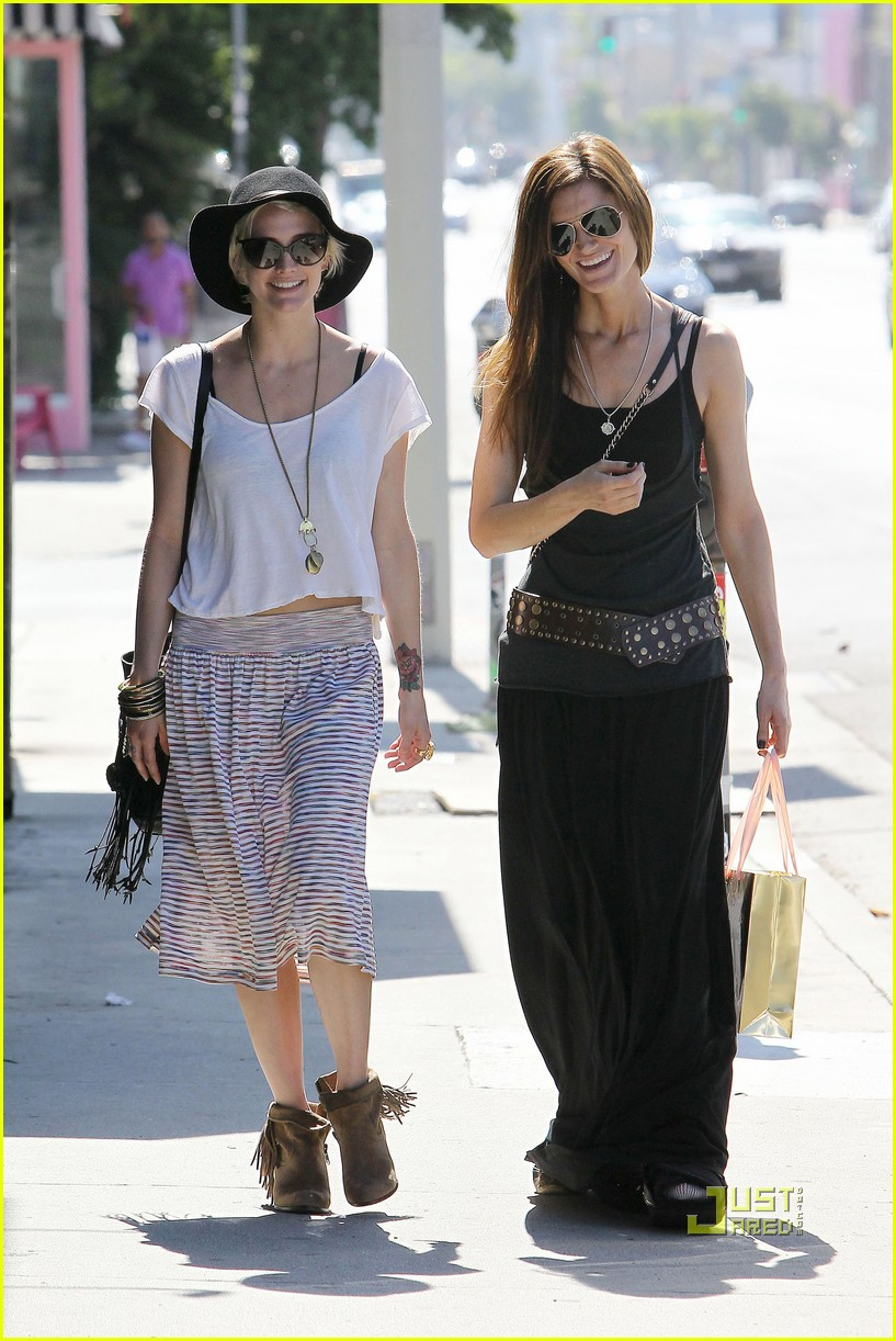 ashlee simpson friend shopping 08