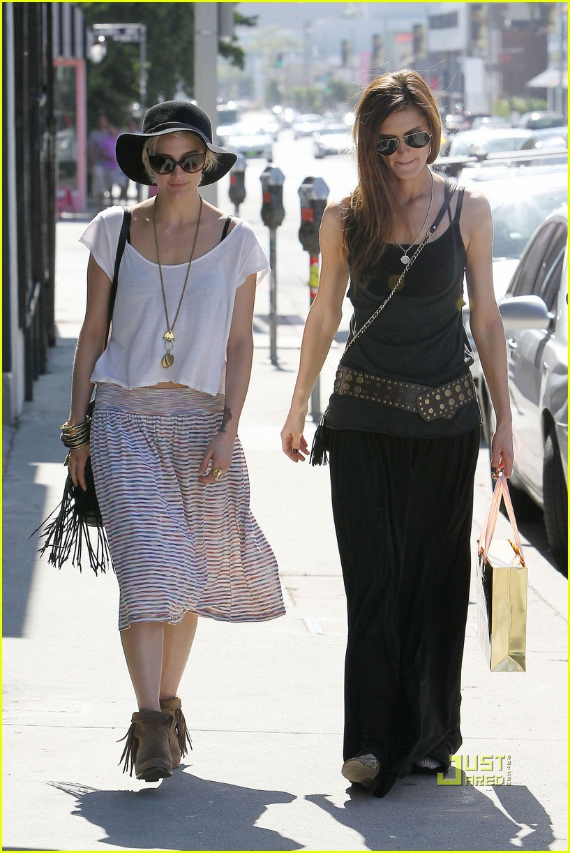 ashlee simpson friend shopping 14
