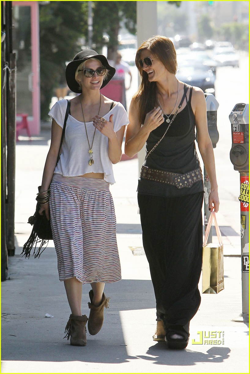ashlee simpson friend shopping 15