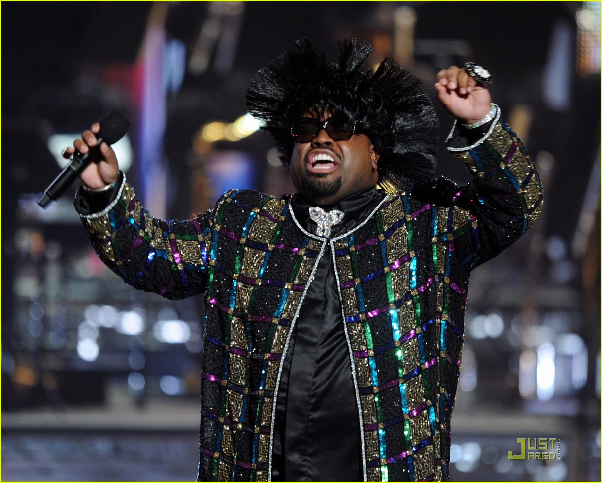cee lo green drops out of rihanna tour 06