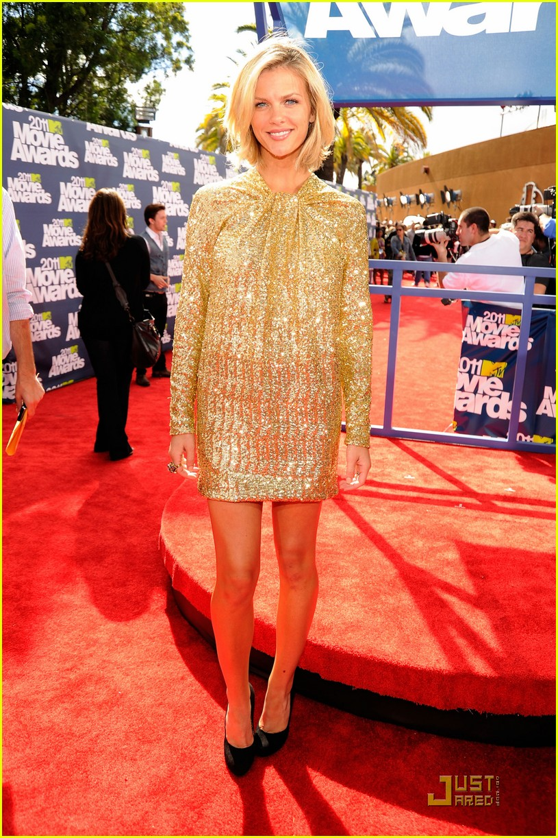 brooklyn decker mtv movie awards 2011 01
