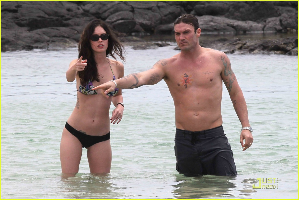 megan fox brian austin green hawaii beach 05