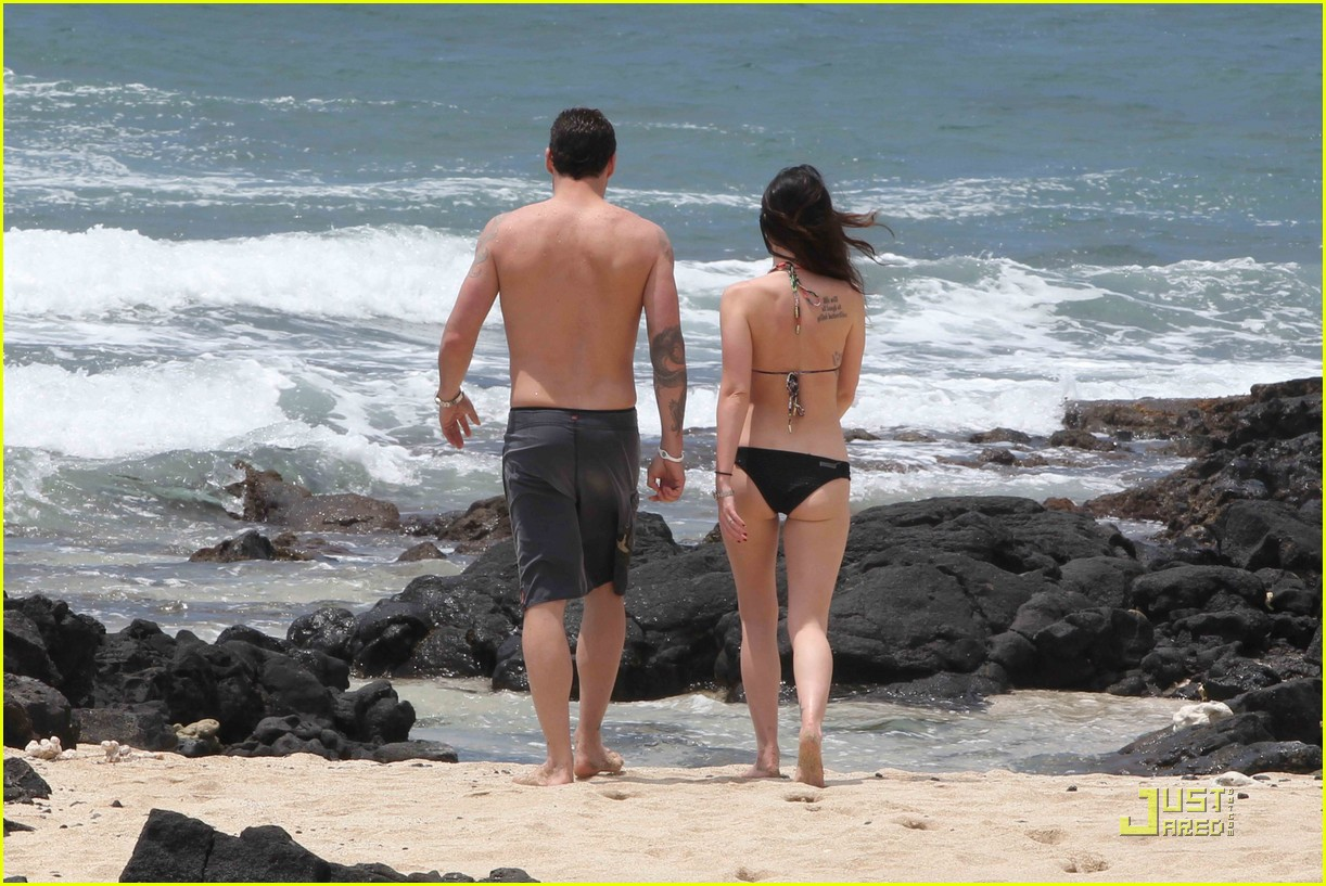 megan fox brian austin green hawaii beach 09