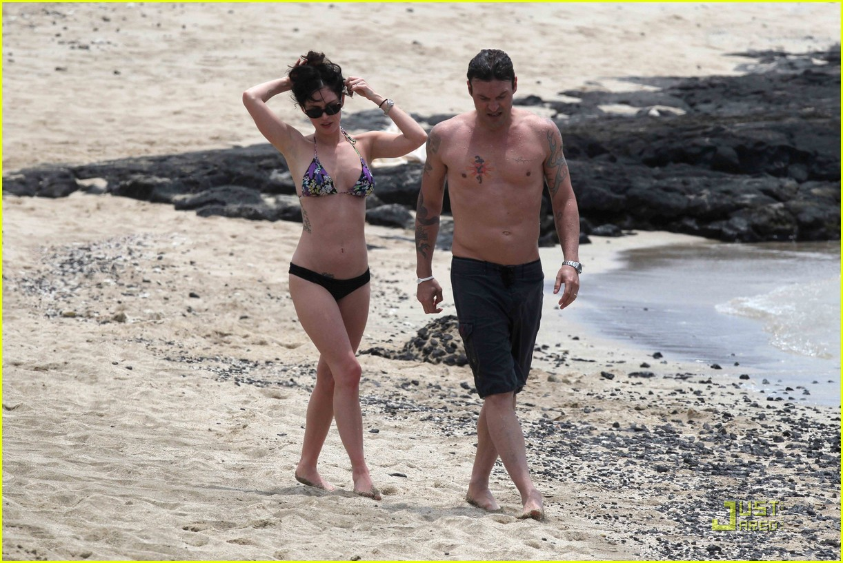 megan fox brian austin green hawaii beach 16
