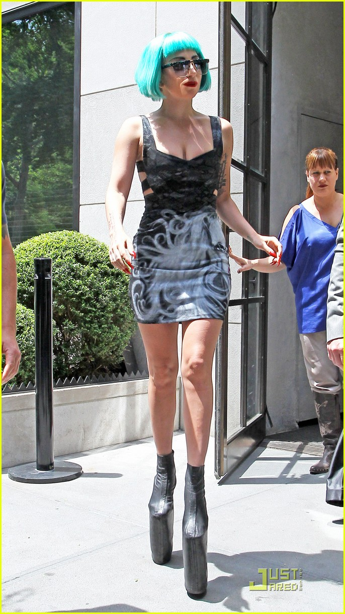 lady gaga hotel nyc 03