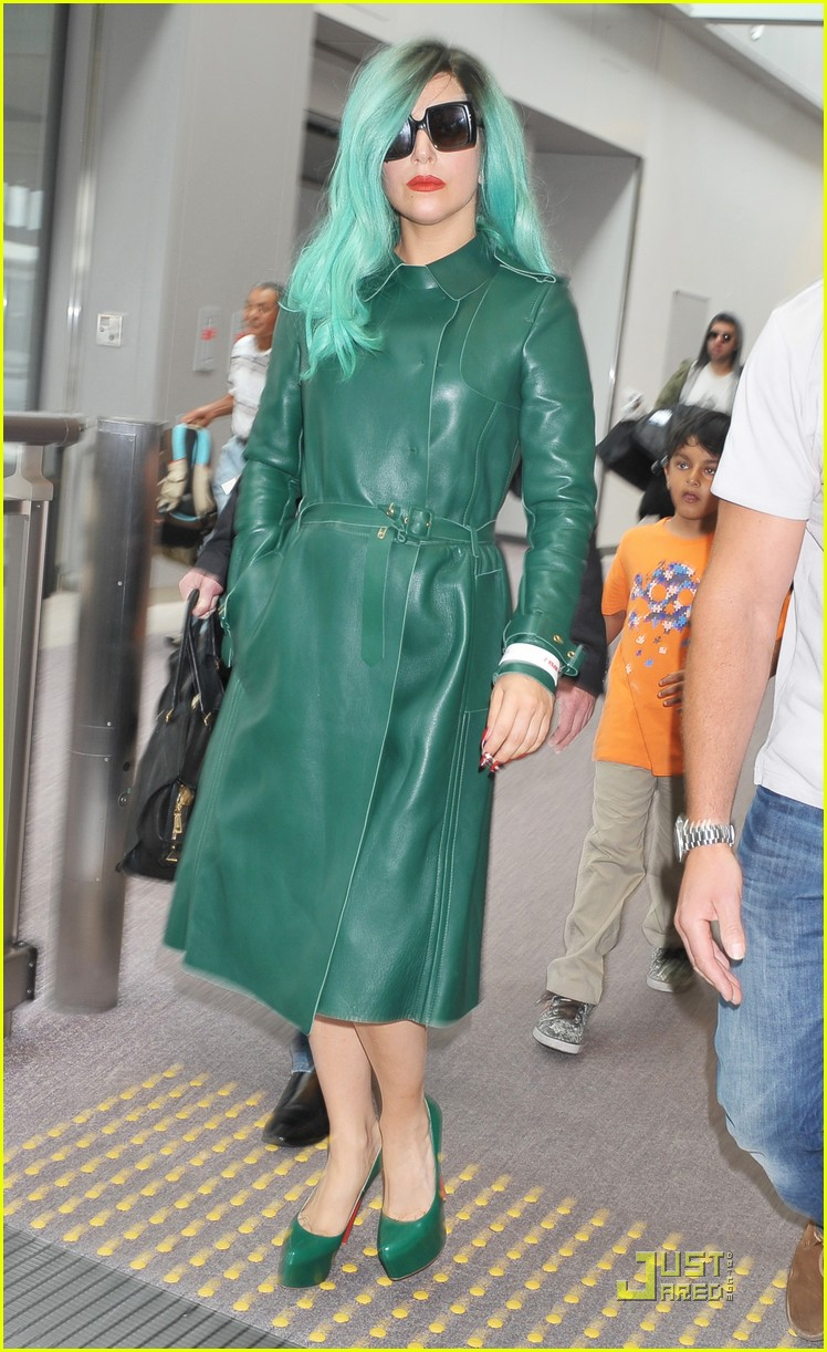 lady gaga arrives in japan 08