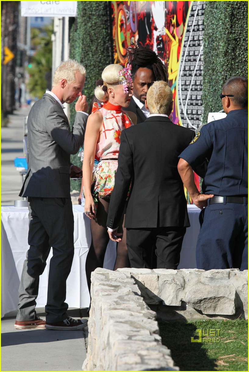 gwen stefani zuma cast japan relief 11