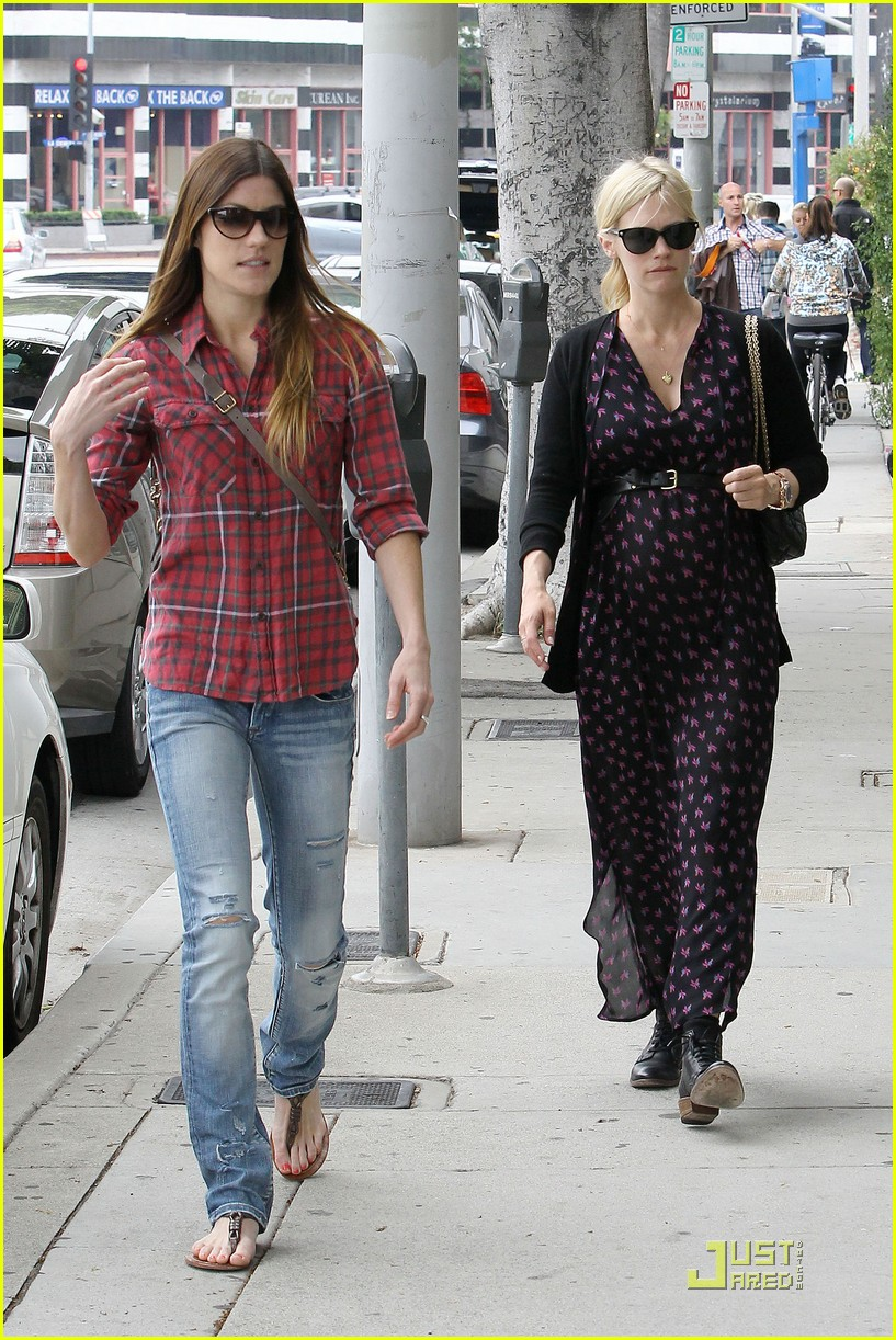january jones jennifer carpenter shopping 022552214