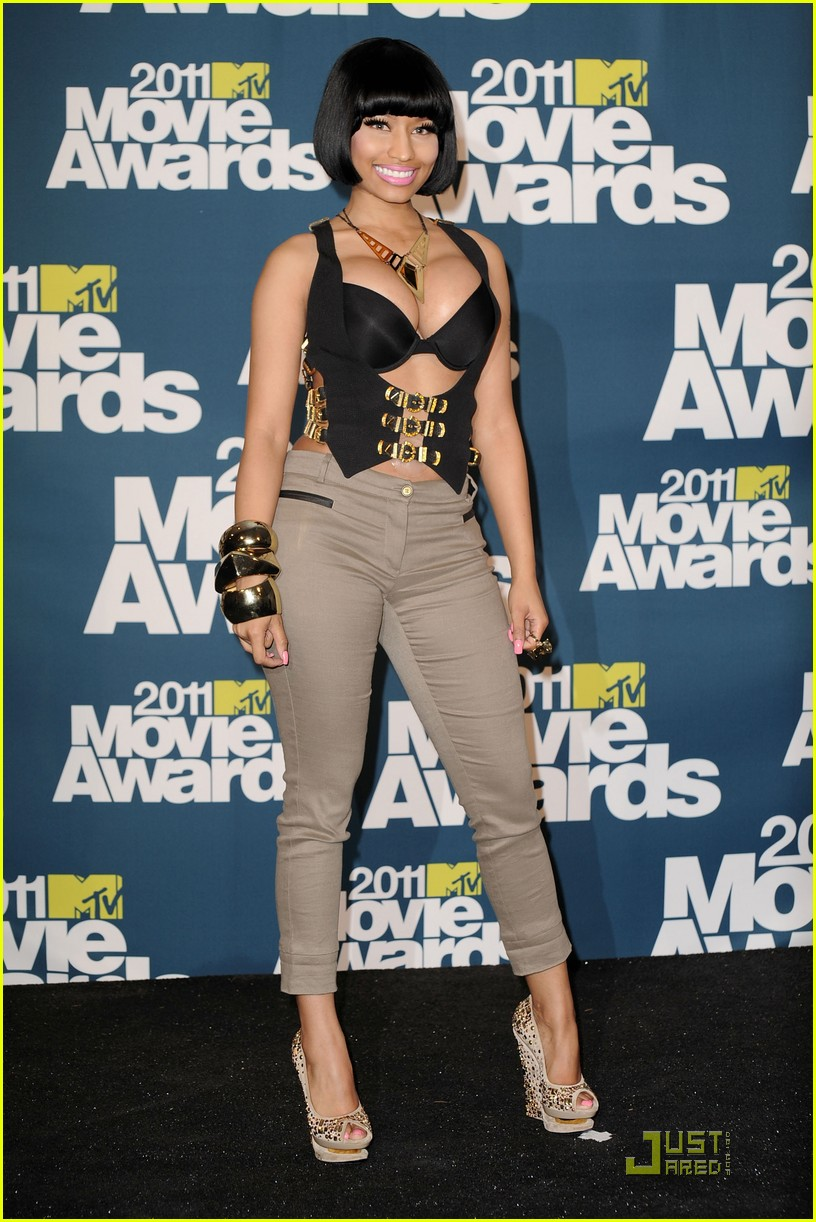 Nicki Minaj: MTV Movie Awards 2011 with Ashton Kutcher ...