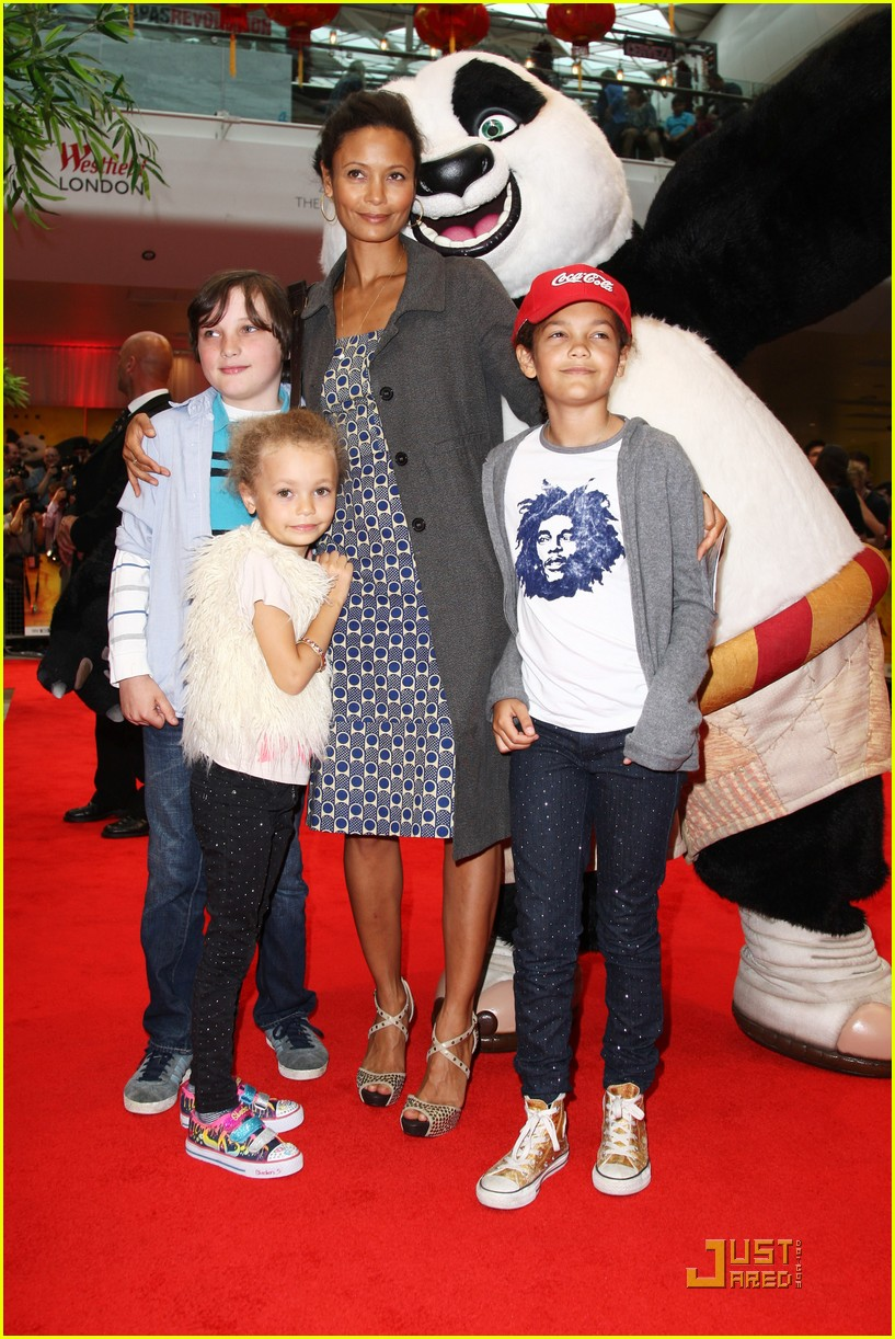 thandie newton kung fu panda 2 premiere with kids 01