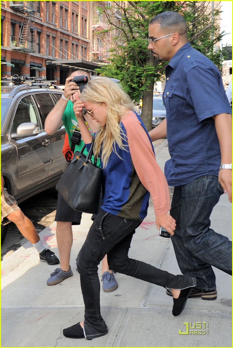 mary kate ashley olsen busy day in new york 082554393