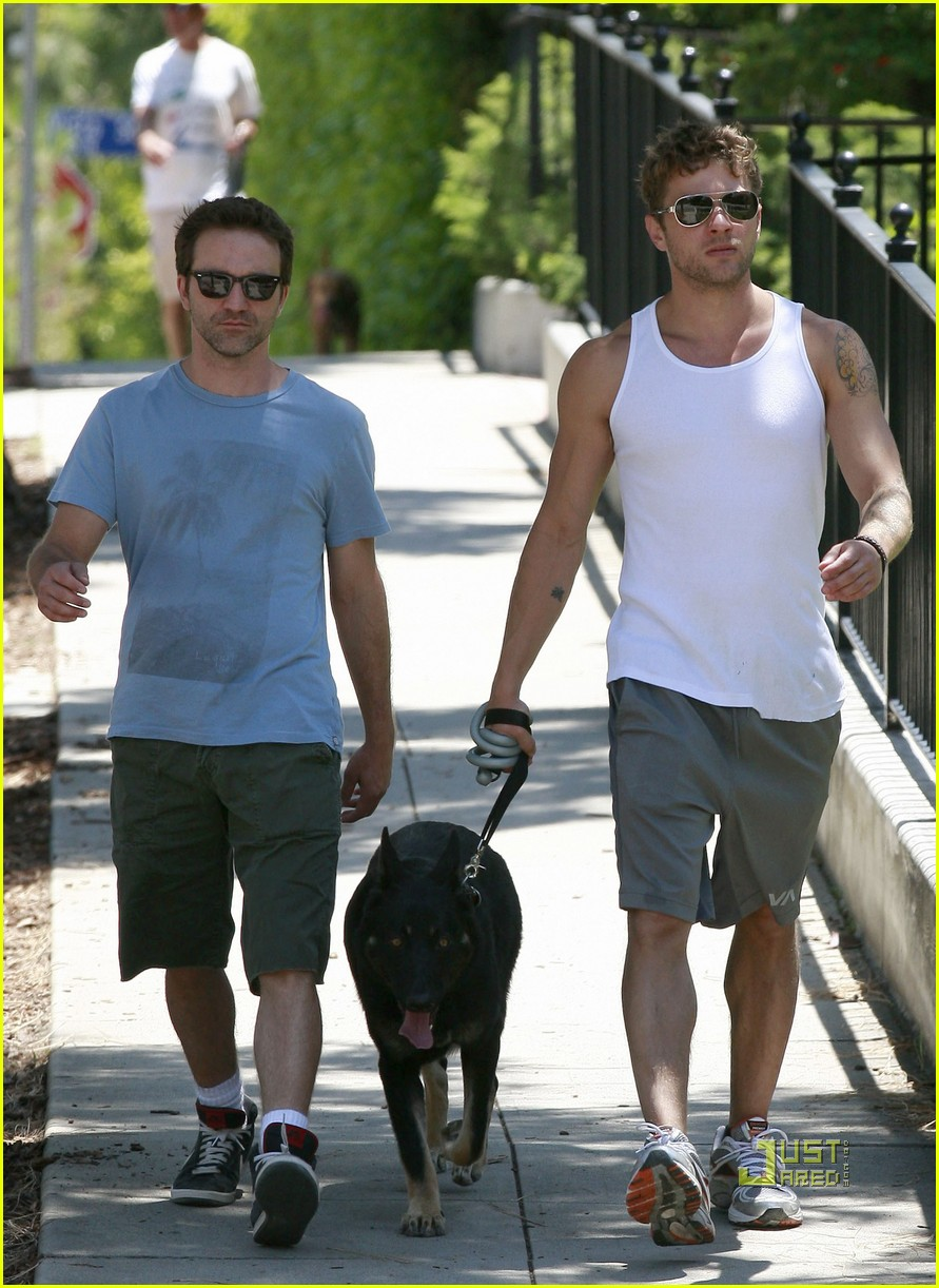 ryan phillippe memorial day dog walking breckin meyer 092548631