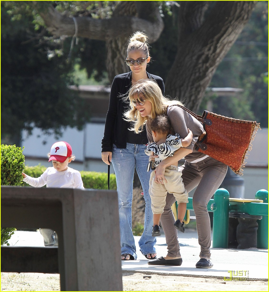 ellen pompeo stella playdate with nicole richies kids 01