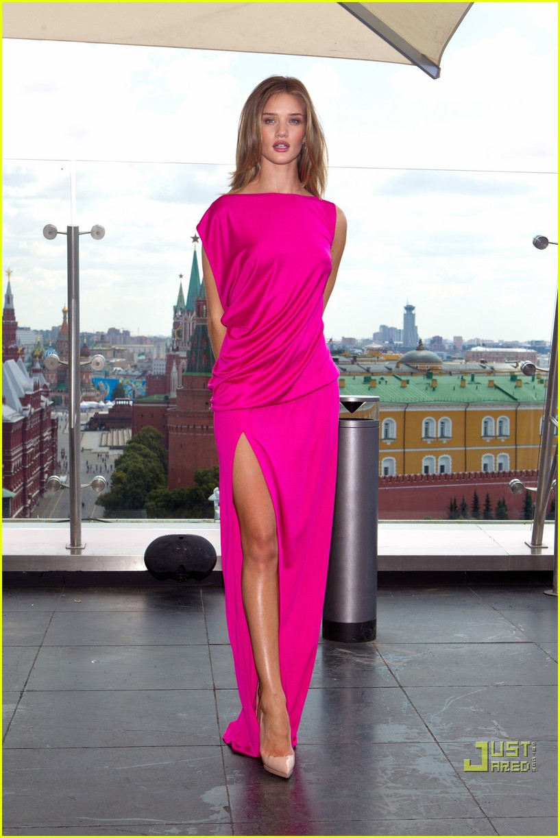 rosie huntington whiteley shia labeouf transformers moscow 13