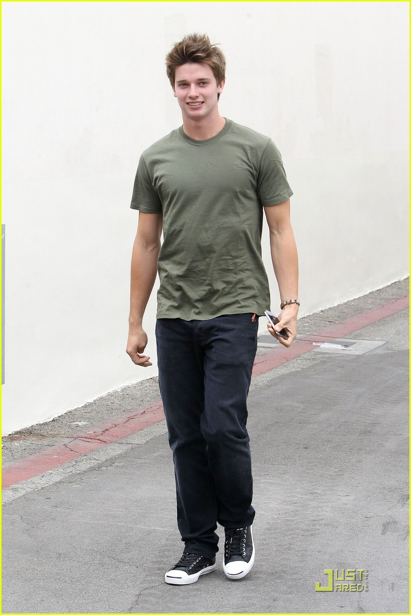patrick schwarzenegger out lunch 08