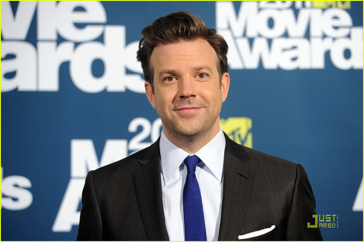 jason sudeikis introduces an opening short film 02