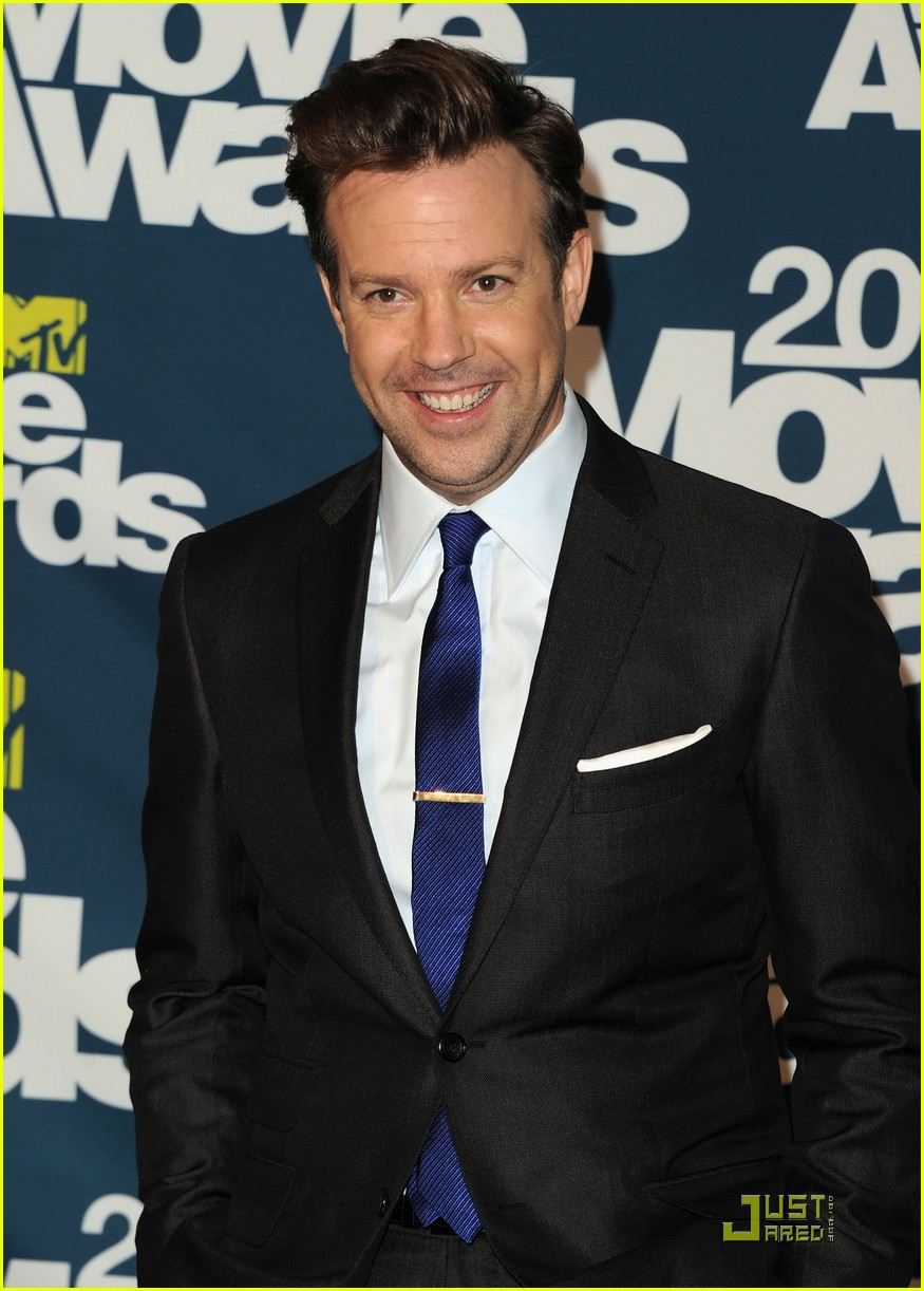 jason sudeikis introduces an opening short film 03