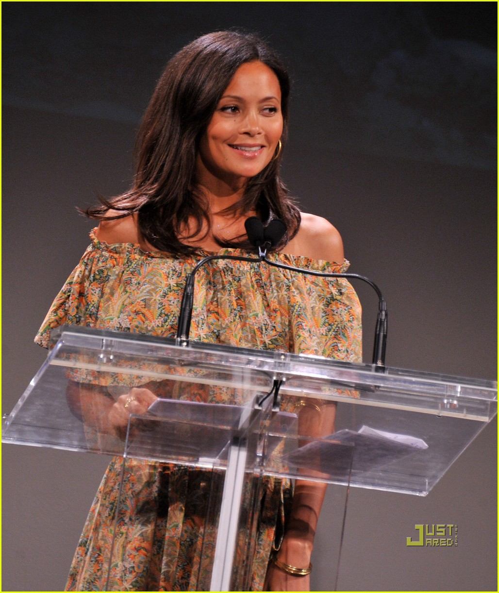 kerry washington thandie newton vday 042550978