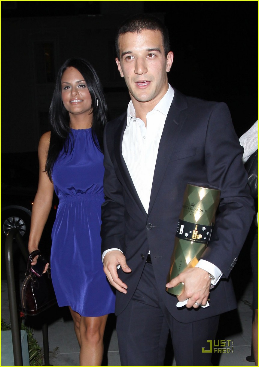 pia toscano mark ballas dinner date with kim kardashian 01