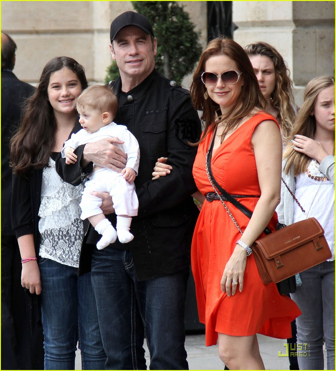 john travolta kelly preston paris with the kids 03