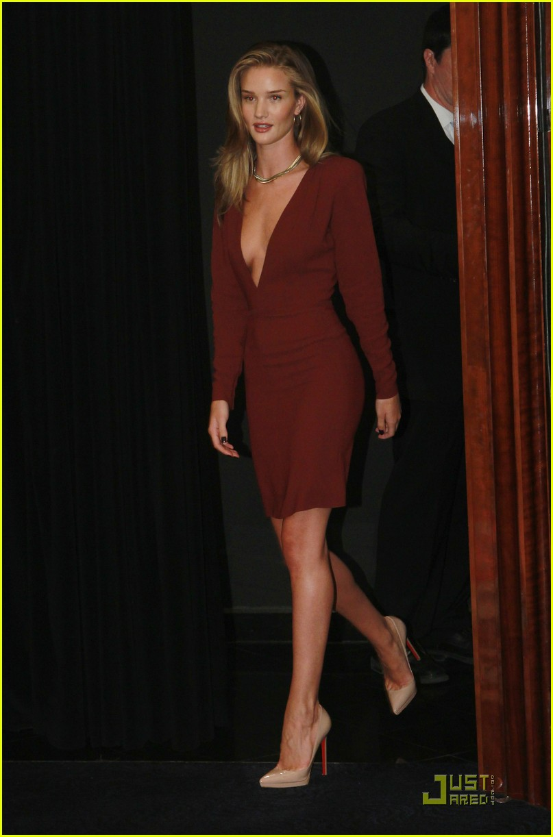 rosie huntington whiteley shia labeouf transformers berlin press conference 10