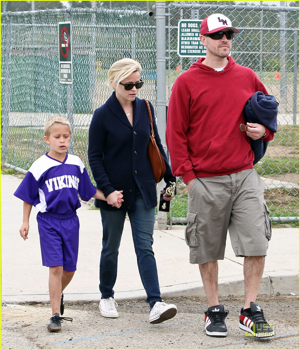 reese witherspoon deacons soccer game with ryan phillippe 012551637