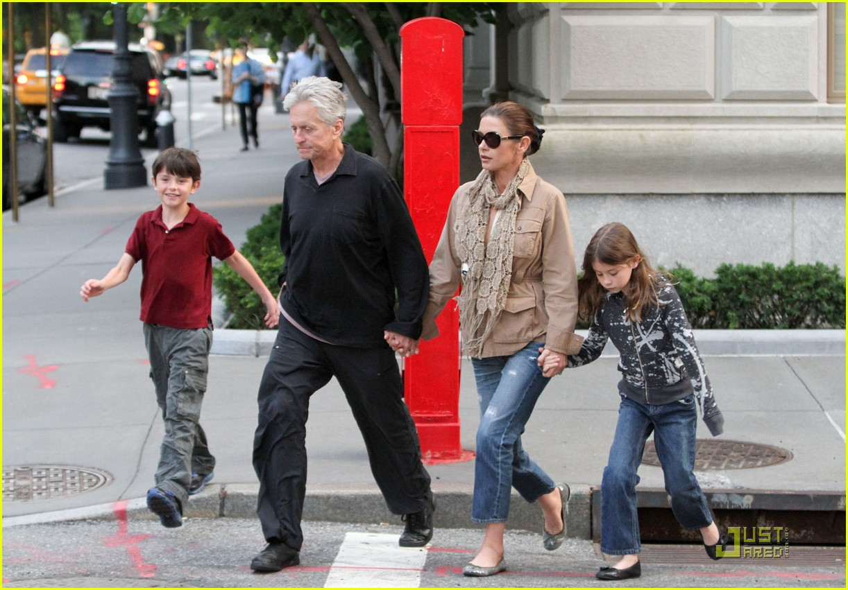 catherine zeta jones michael douglas family stroll 03