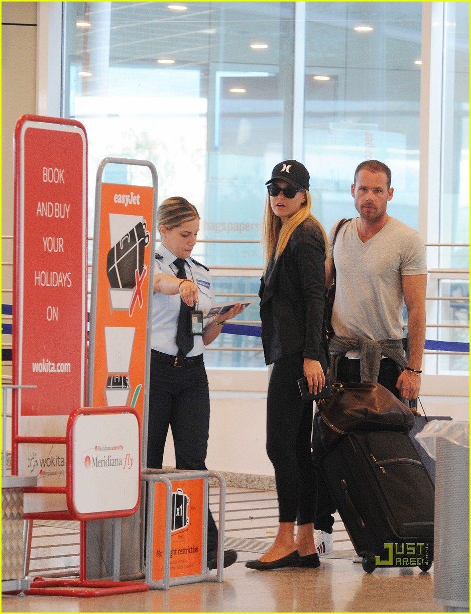 bar refaeli david fisher leaving sardinia 05