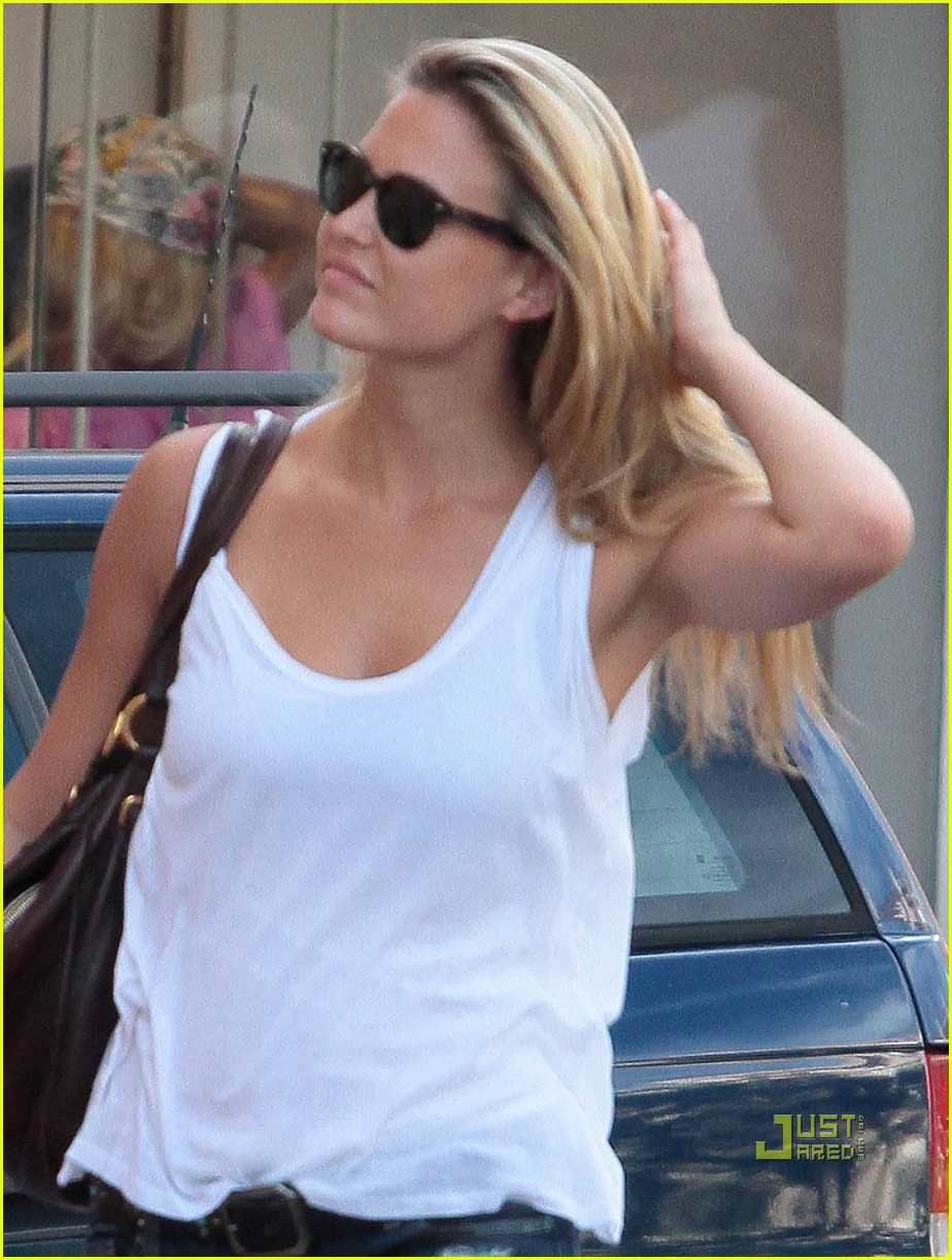 bar refaeli david fisher shopping st tropez 02