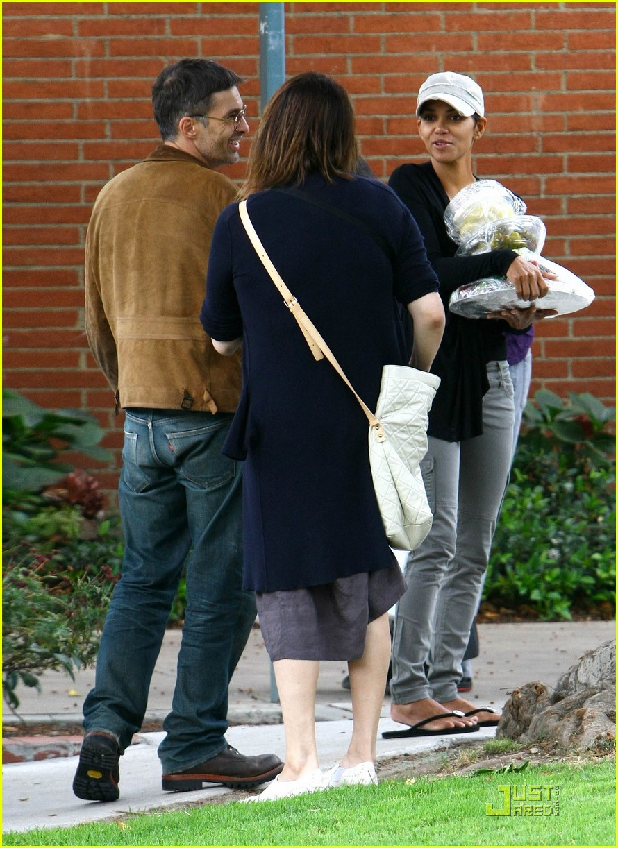 halle berry olivier martinez picnic lovers 01