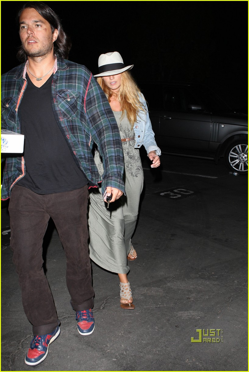 blake lively leonardo dicaprio hollywood bowl 13