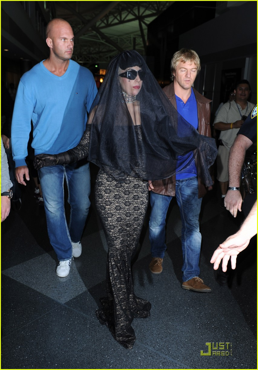 lady gaga airport costume changes 11
