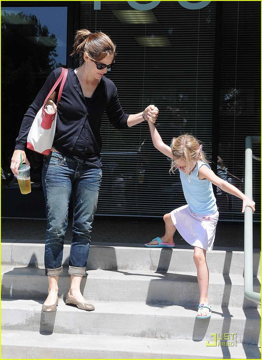 jennifer garner swim class with violet seraphina 03