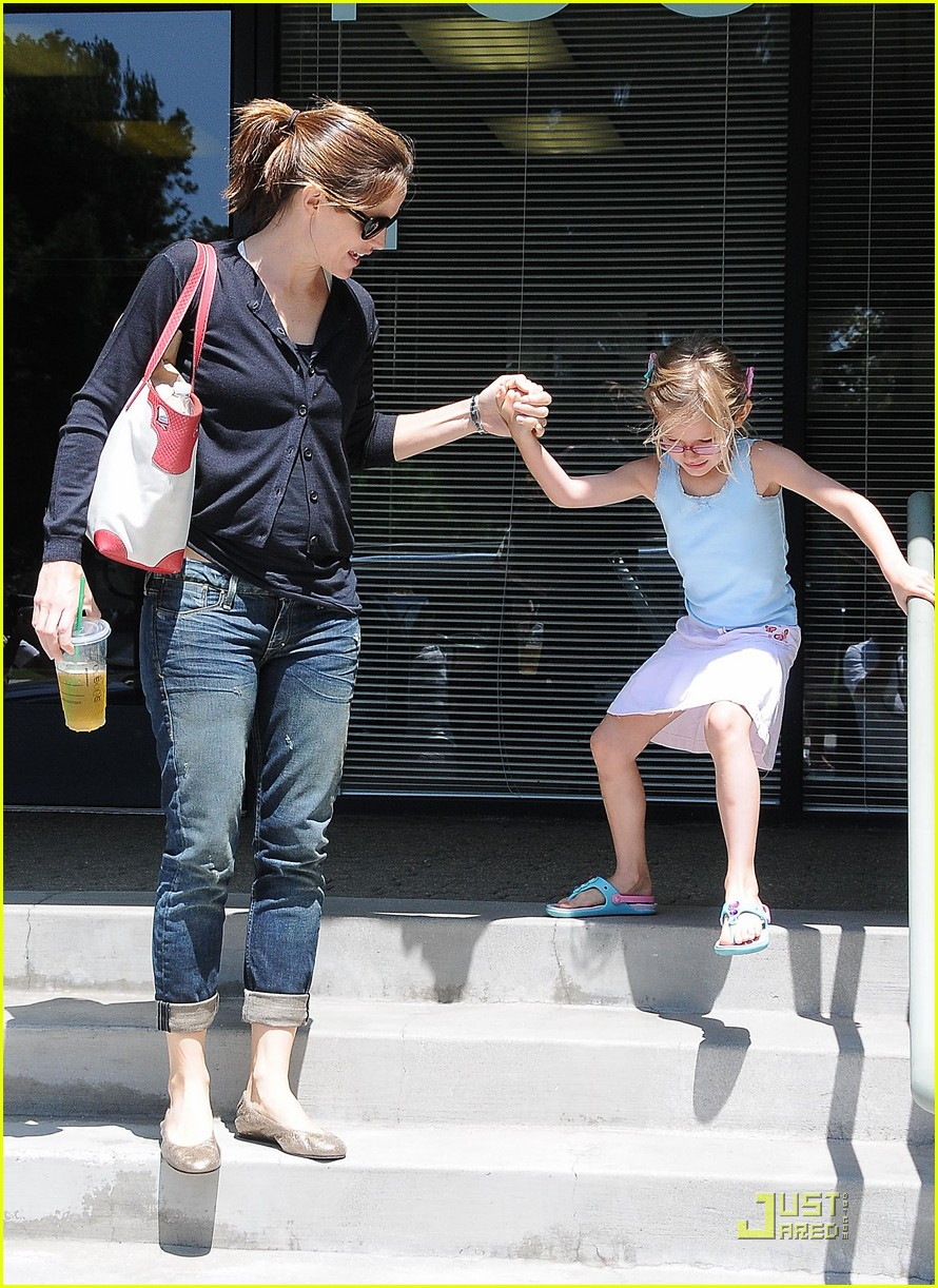 jennifer garner swim class with violet seraphina 09