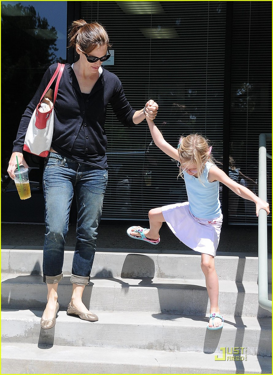 jennifer garner swim class with violet seraphina 112561101