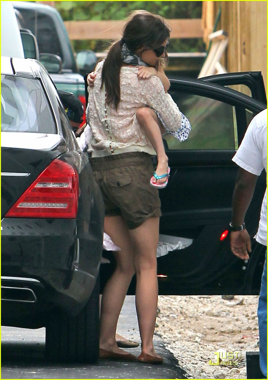 katie holmes tom cruise miami hotel arrival with the kids 01